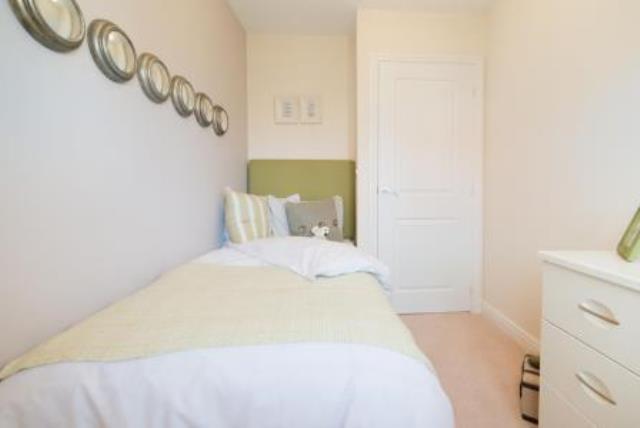 the-broadway-bedroom-30742