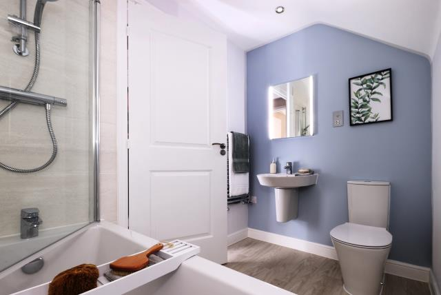 52744 - Main bathroom