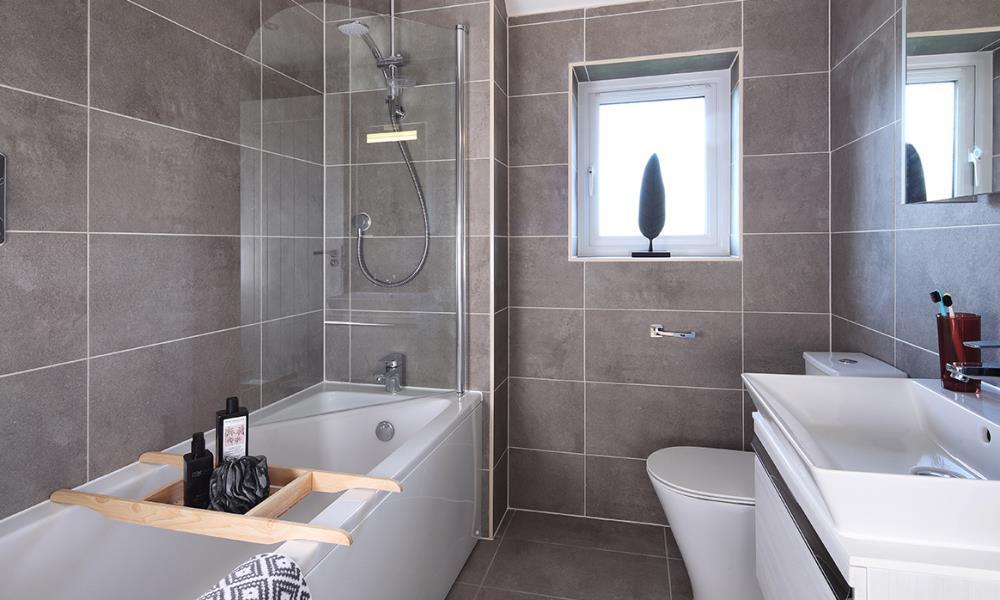 53266 - Main bathroom