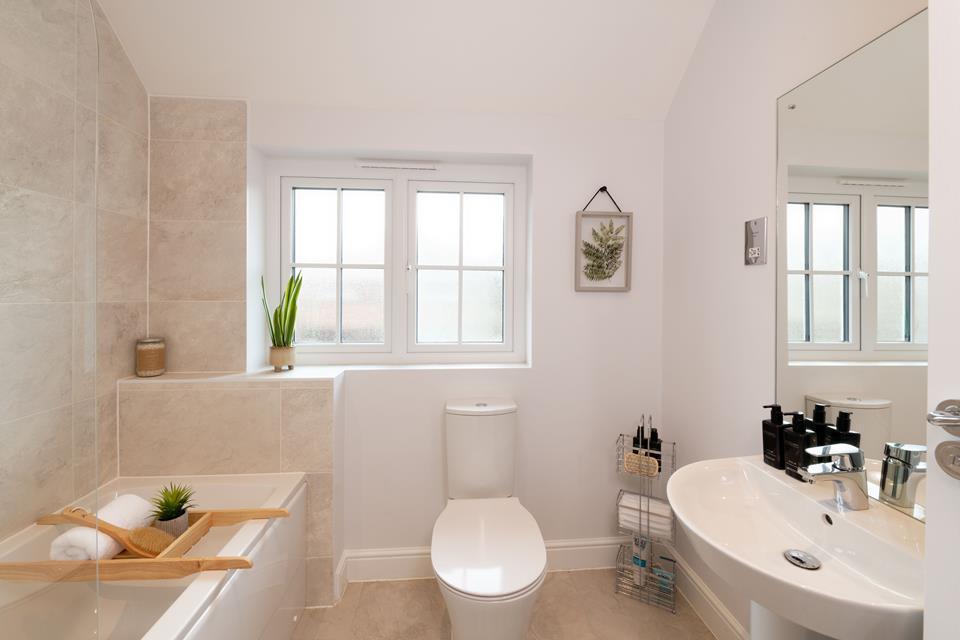 51896 - Main bathroom