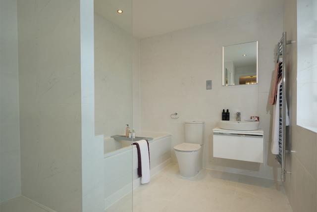 53202 - Main bathroom