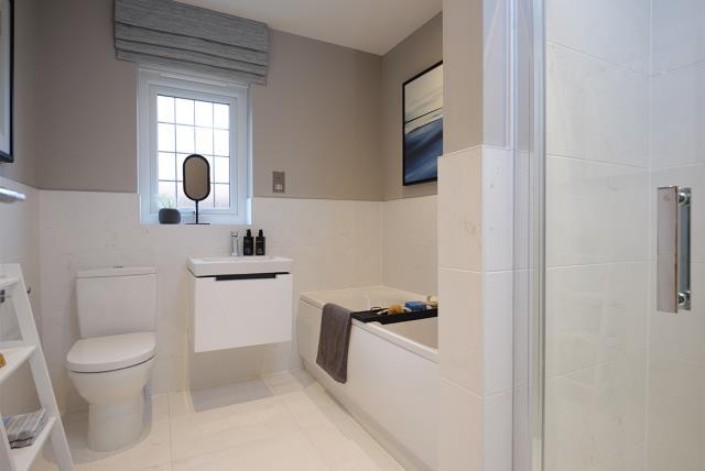 53092 - Main bathroom
