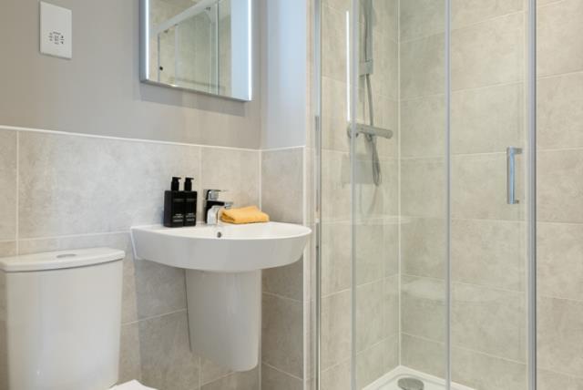 Redrow MonchelseaPark Stratford Bathroom 3032