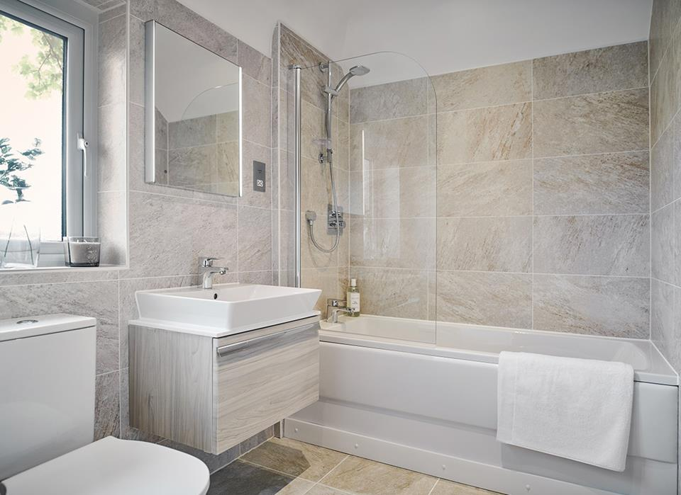 Saddleworth View-bath-45906
