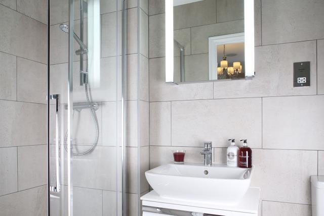 Claremont-shower-32149