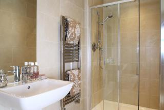 Fitzroy-bathroom-29400x