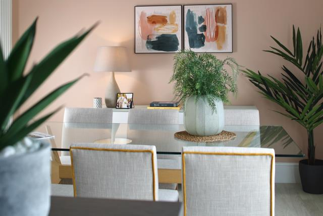 51136-dining-feature