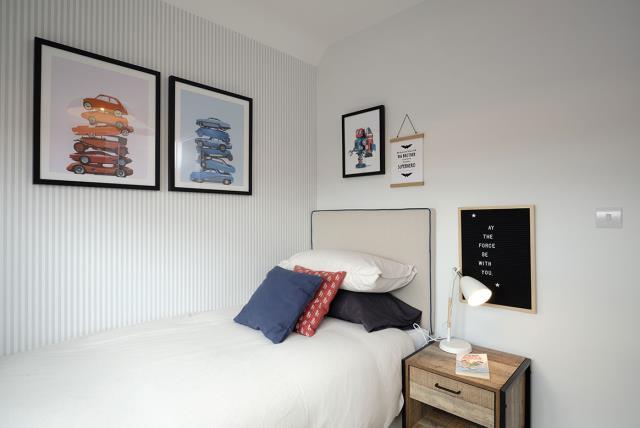 48024-bedroom