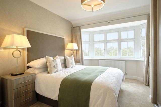 48071-bedroom