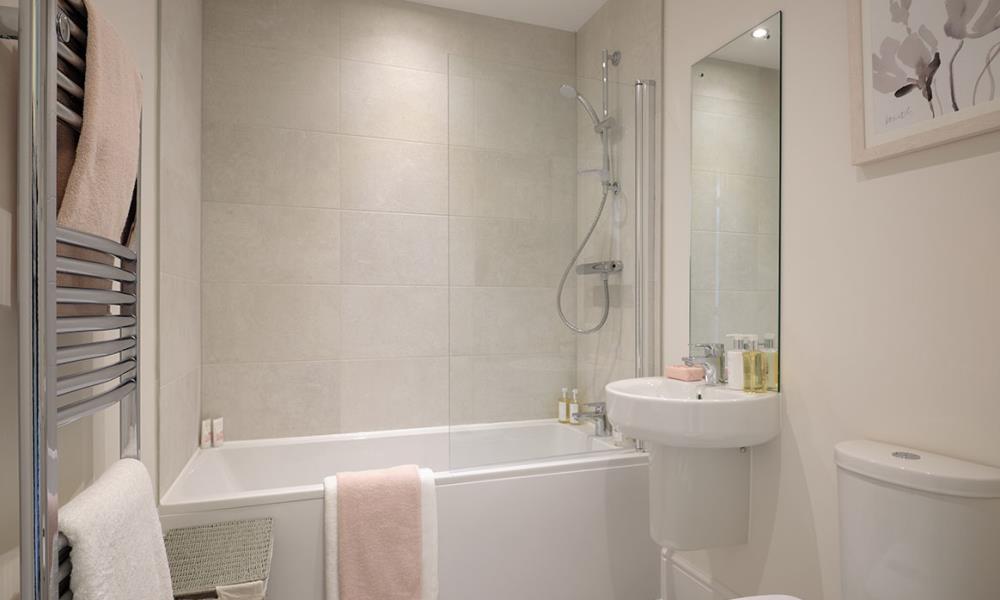 Hadleigh---bathroom---47365