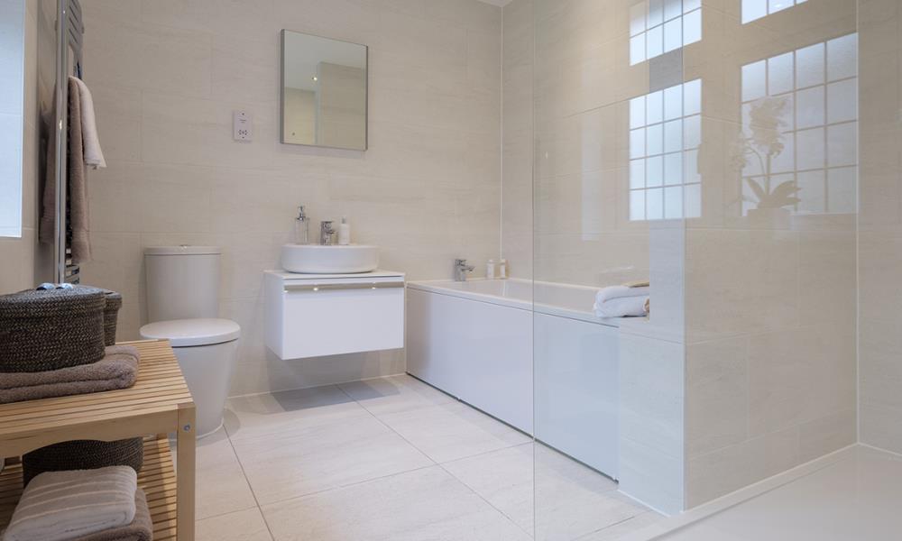 Leamington Lifestyle-bath-40540