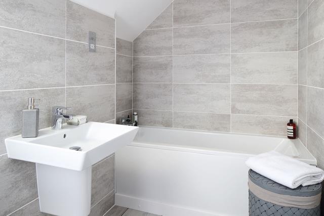 Grantham-semi - bathroom - 46278