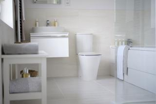 Leamington-lifestyle-bathroom-46782