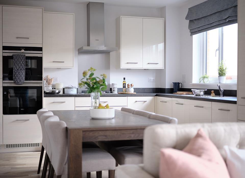 Leamington-lifestyle-kitchen-dining-46762