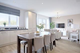 Leamington-lifestyle-kitchen-dining-family-46784